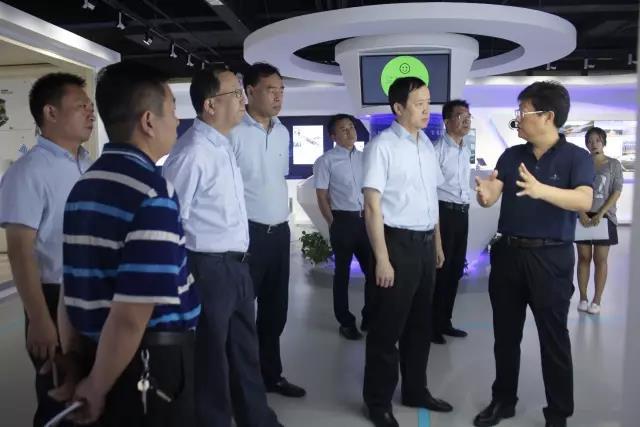 中国银行领导考察天丰绿色装配集团展厅